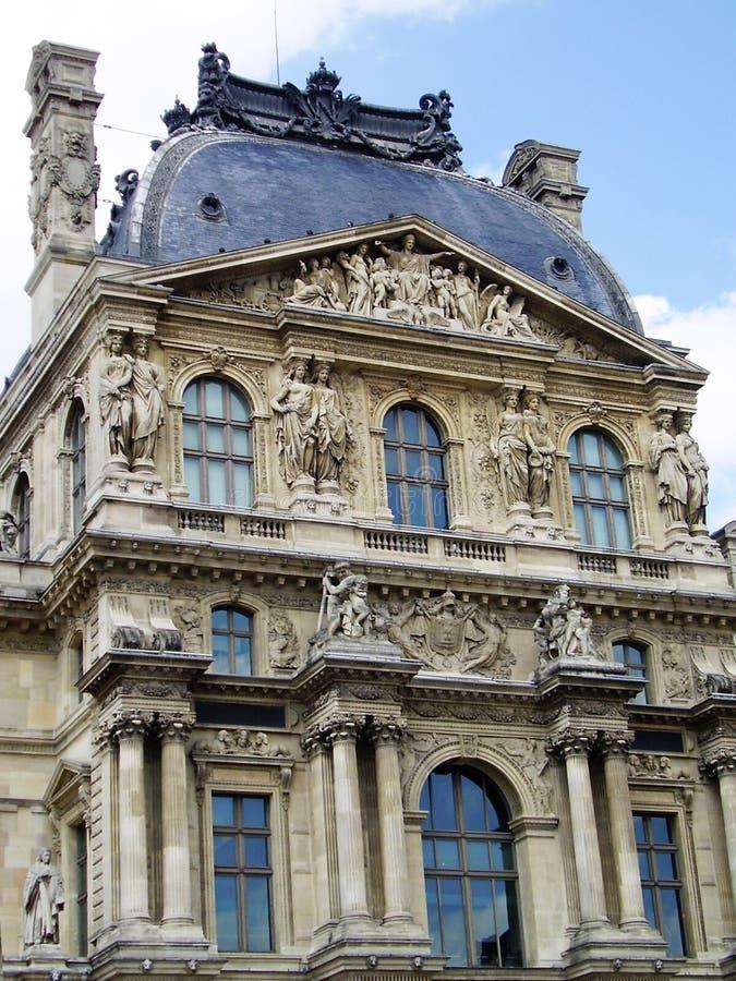Façade du musée de Louvre photos libres de droits