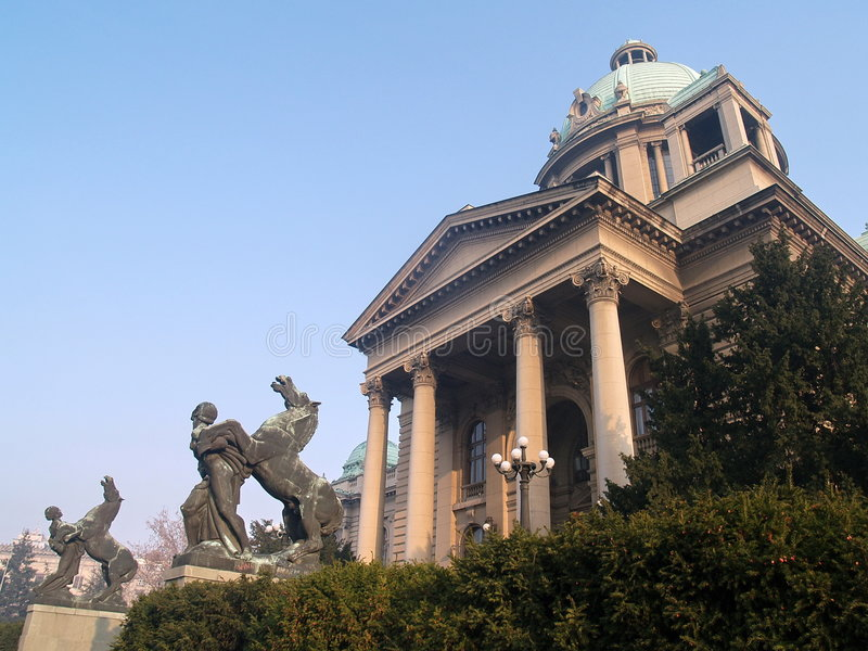 Façade du Parlement serbe photos stock