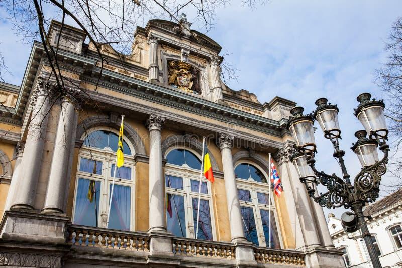 Façade du théâtre de ville à Bruges photographie stock