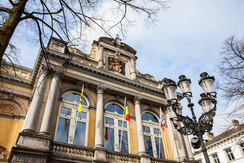 Façade du théâtre de ville à Bruges image libre de droits
