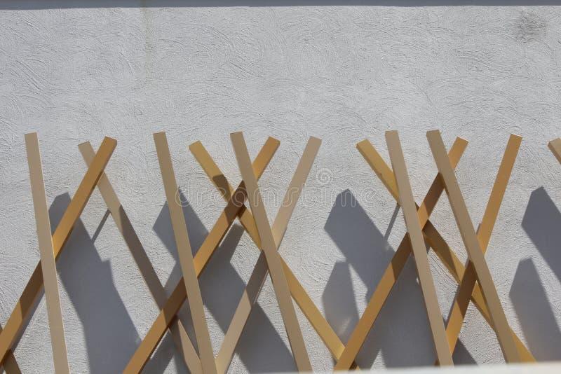 Façade en bois et concrète d'un bâtiment moderne photographie stock