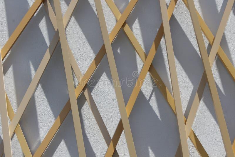 Façade en bois et concrète d'un bâtiment moderne photo libre de droits