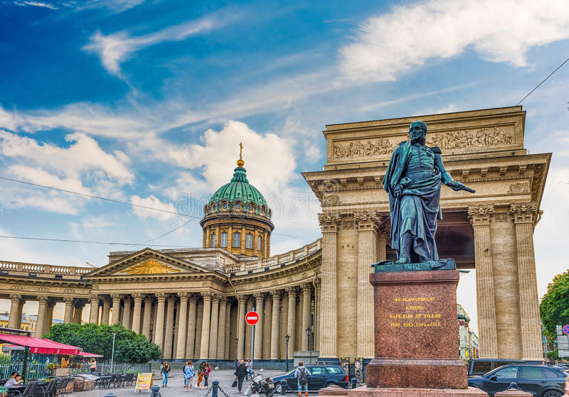 Façade et colonnade de cathédrale de Kazan à St Petersburg, Russi images libres de droits