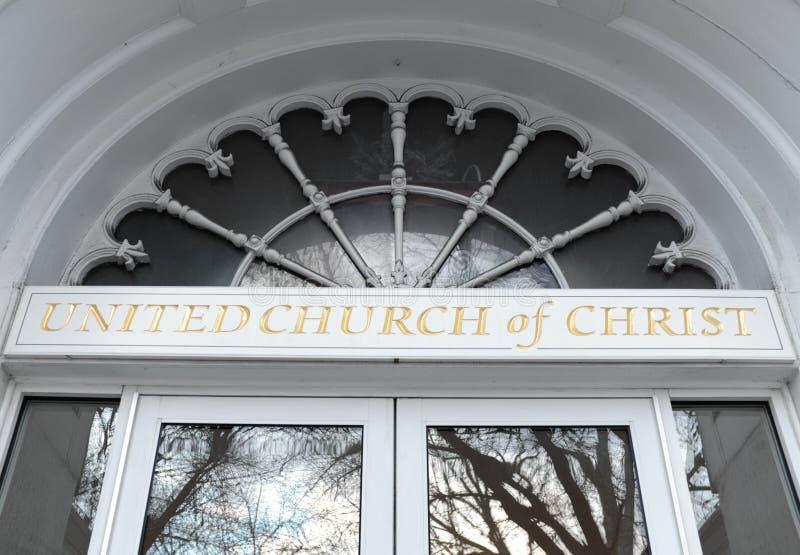 Façade et logo du bâtiment d'Église Unie du Christ dans Keene, NH, Etats-Unis photos stock
