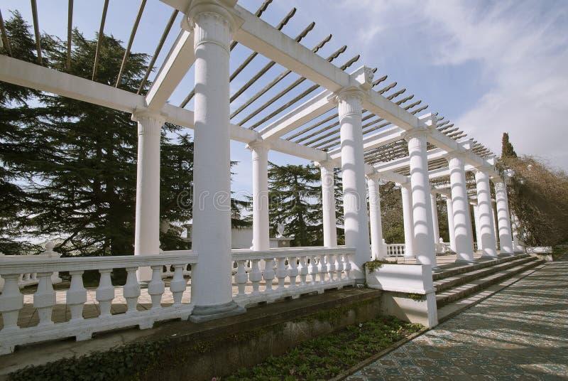 Façade et parc écologiques de bâtiments. La Crimée photographie stock libre de droits