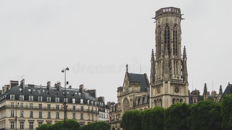 """Façade et tour église de Saint-Germain-l de """"Auxerrois à Paris du centre, France image stock"""