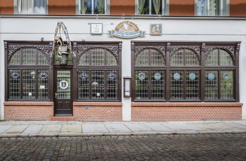 Façade fleurie de restaurant, Stralsund, Allemagne photos libres de droits