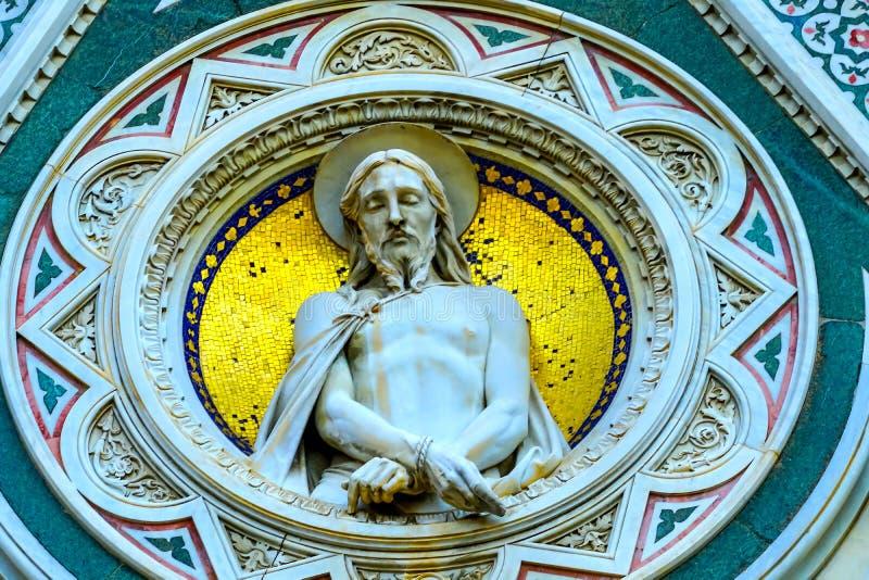 Façade Florence Italy de cathédrale de Duomo de statue du Christ photo stock