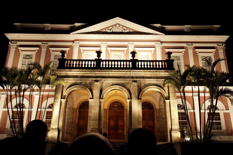 Façade impériale de musée par nuit - Petropolis photo stock