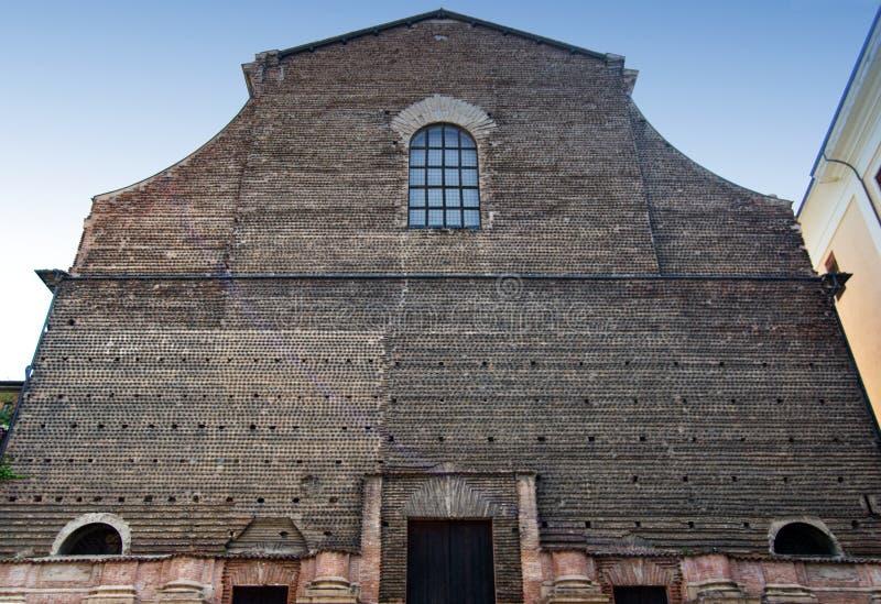 Façade inachevée de l'église de Santa Lucia, grand hall de l'université de Bologna, Italie images libres de droits