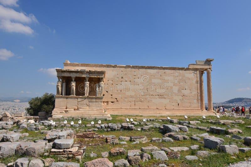 Façade latérale de l'Erechtheion connu sous le nom de cariatides à l'Acropole d'Athènes Histoire, architecture, voyage, croisière photos stock