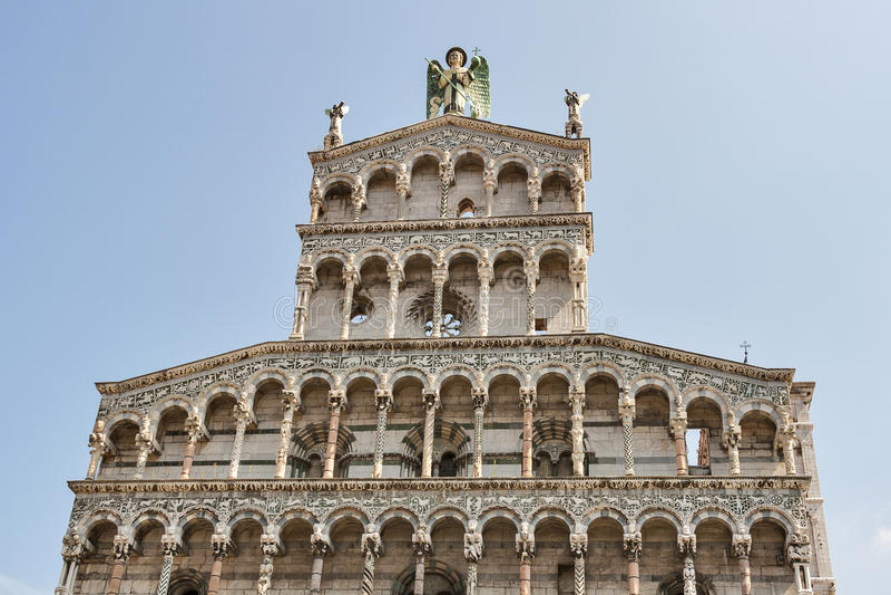 Façade médiévale d'église de San Michele in foro Lucca, Italie photos libres de droits