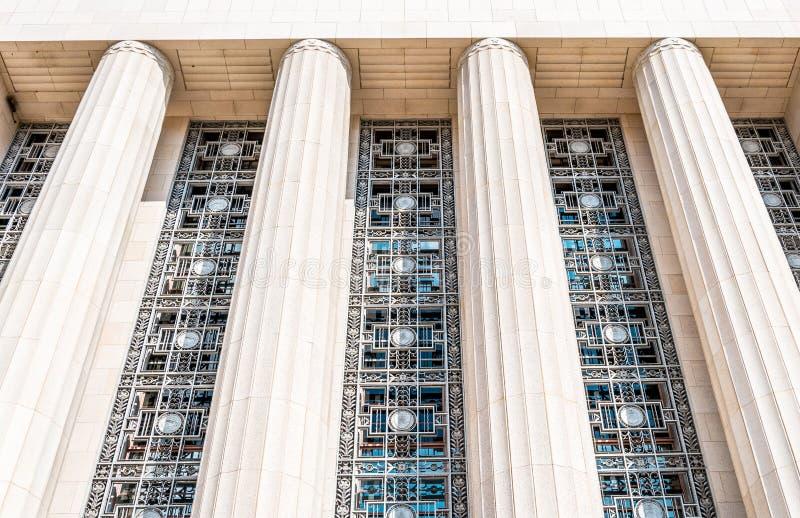 Façade majestueuse de Cityhall à Los Angeles Un bâtiment avec des colonnes photos stock