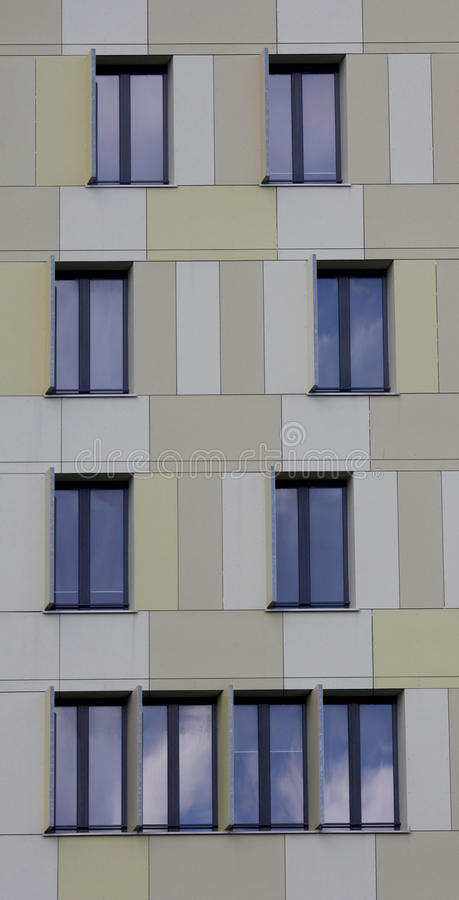Download Façade moderne photo stock. Image du couleur, architecture - 87708576