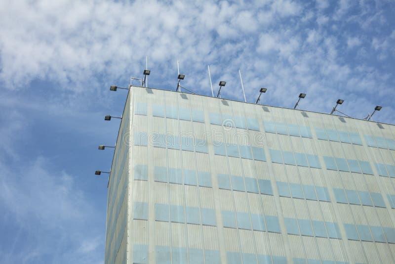 Façade moderne d immeuble de bureaux un jour ensoleillé à