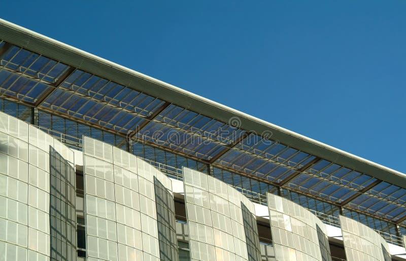 Façade moderne de la construction écologique photos stock