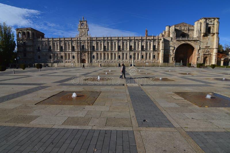 Façade principale du vieux San Marcos Hospital Convent In Leon Architecture, voyage, histoire, photographie de rue photos libres de droits