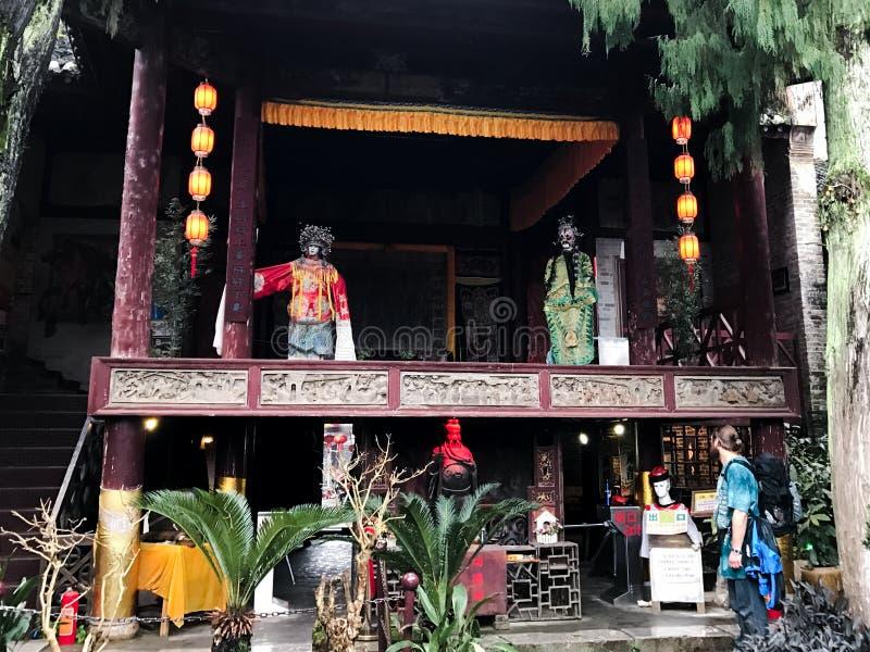 Façade proche de touristes d'étape d'opéra dans XingPing photos libres de droits