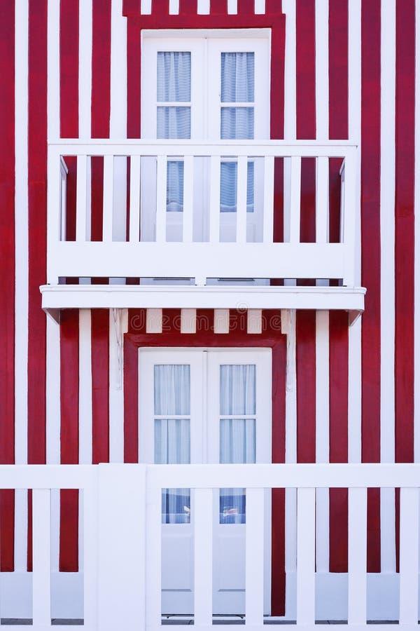 Façade rayée rouge et blanche image libre de droits