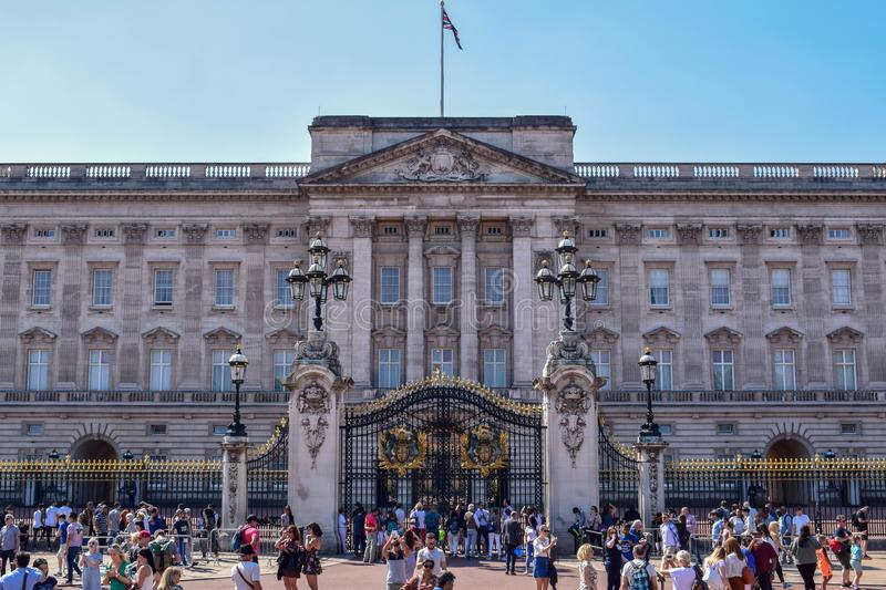 Façade serrée de Buckingham Palace à Londres sur Sunny Summer Day images libres de droits