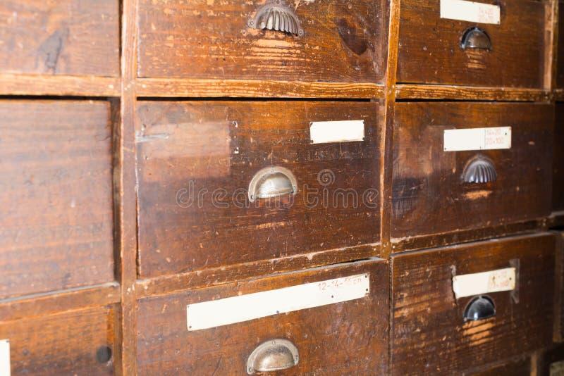 Façades des tiroirs en bois rétros images libres de droits