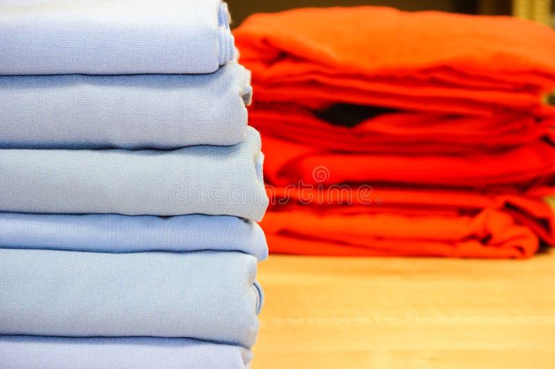 Fałdowa łóżkowej pościeli lub duvet pokrywa zdjęcia stock