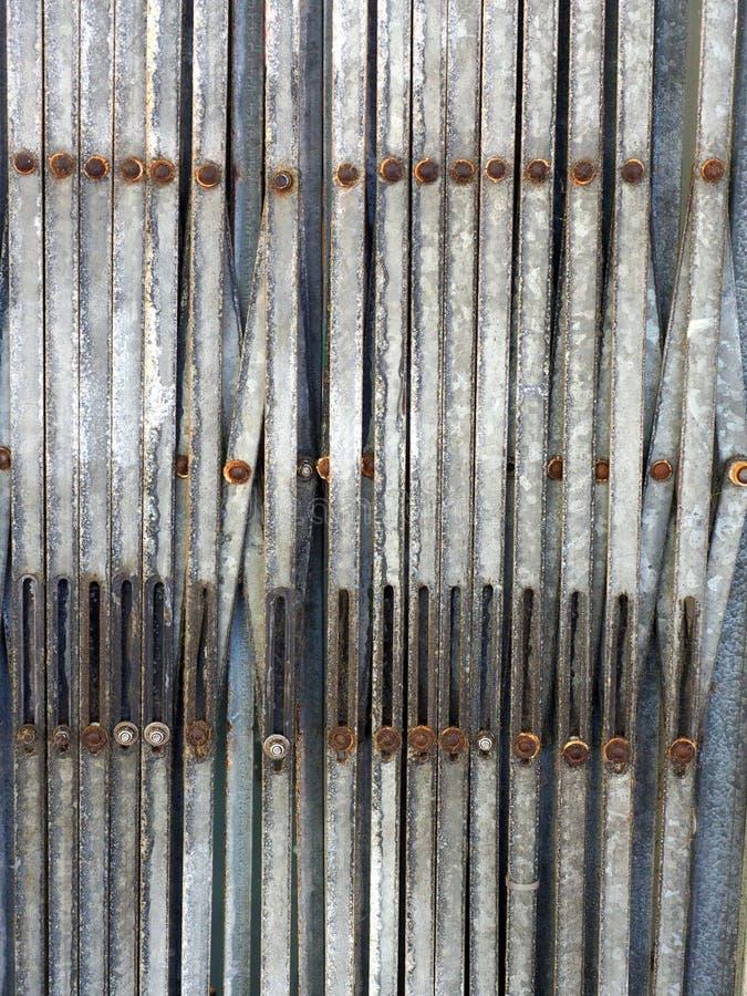 Fałdowe metal ochrony żaluzje, abstrakta wzór fotografia stock