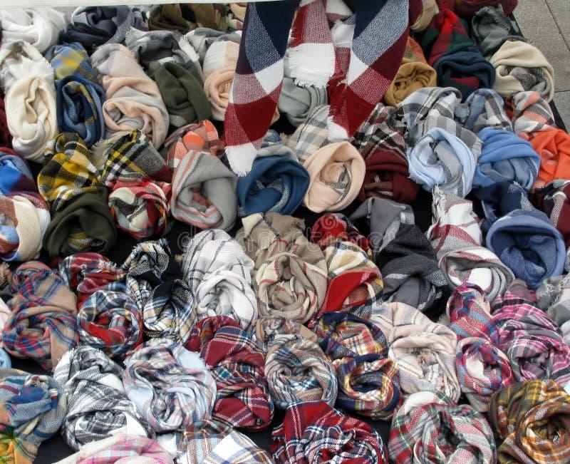 Fałdowi kolorowi scarves fotografia stock