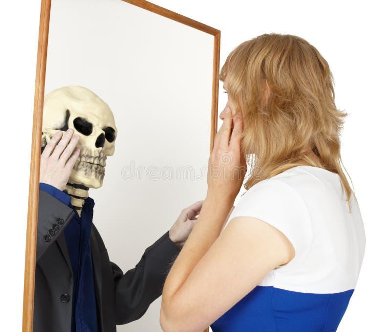 fałszywy dziewczyny spojrzeń lustro zdjęcia royalty free