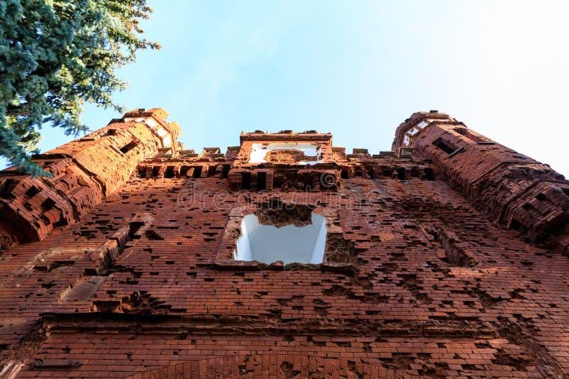 Fa?ade ext?rieure de la porte de Kholm de la forteresse de Brest au matin d'?t?, Belarus photos stock