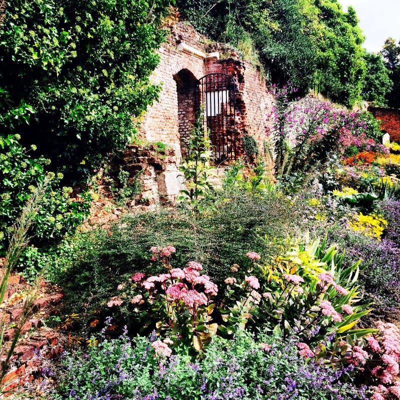 Fa il giardinaggio storico medievale del palazzo del eltham fotografia stock libera da diritti