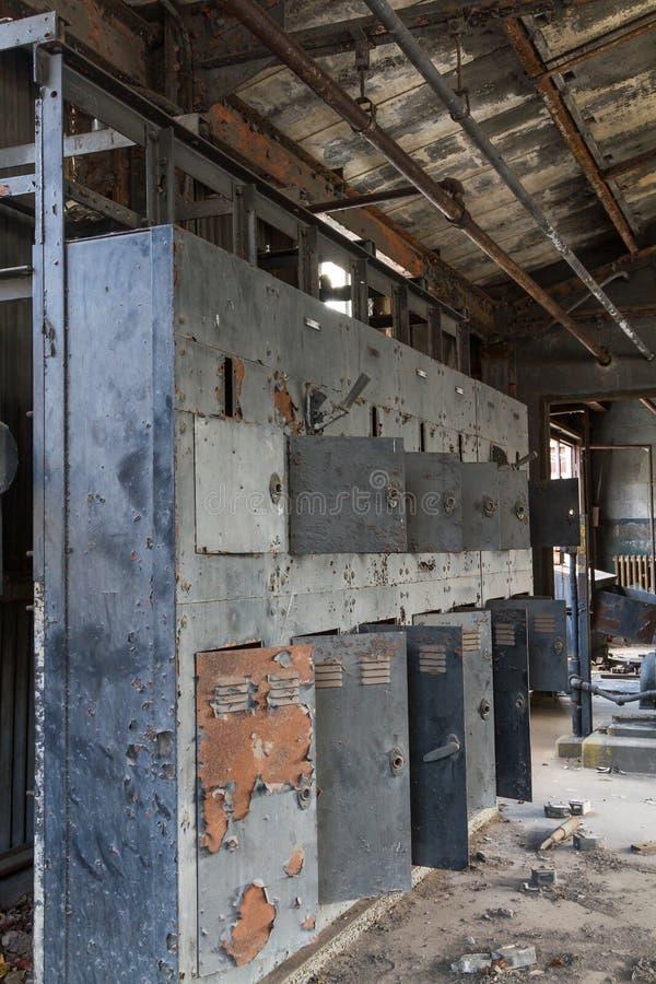 Vecchi armadi della fabbrica fotografia stock immagine for Fabbrica armadi