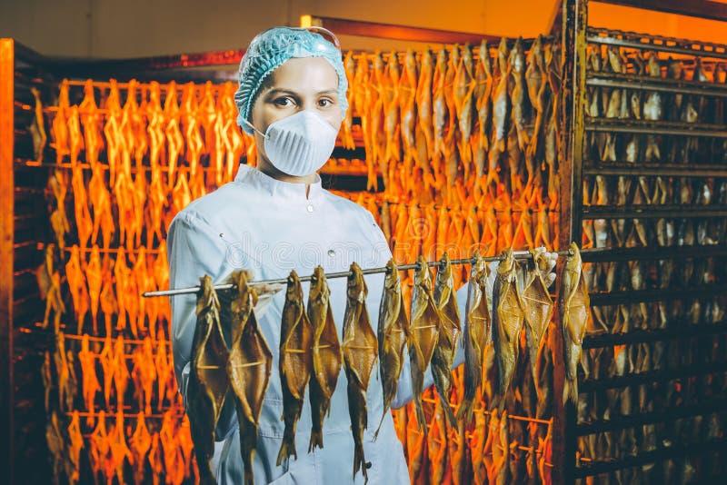 Fabbrica dei frutti di mare del pesce immagini stock libere da diritti