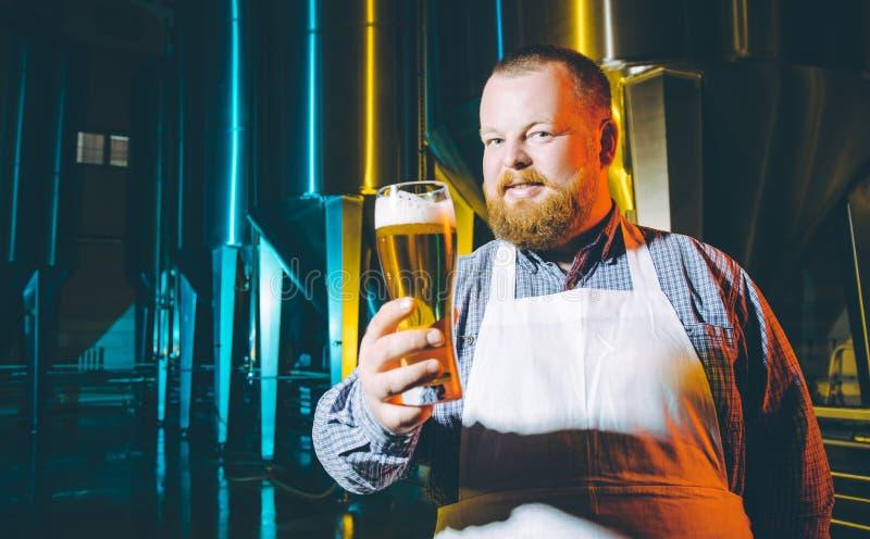 Fabbrica della birra del fabbricante di birra della fabbrica di birra immagine stock libera da diritti