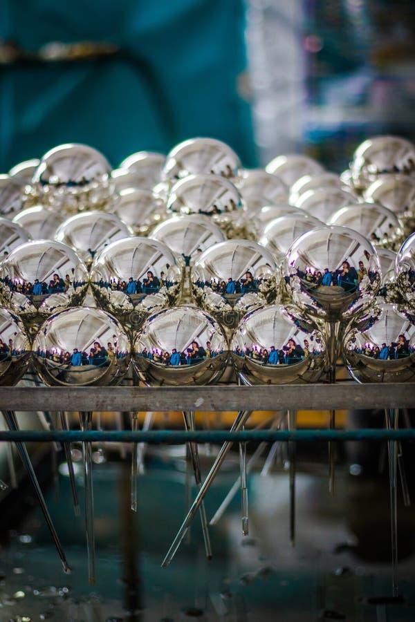 Fabbrica delle palle di Natale: disfatto fotografie stock libere da diritti