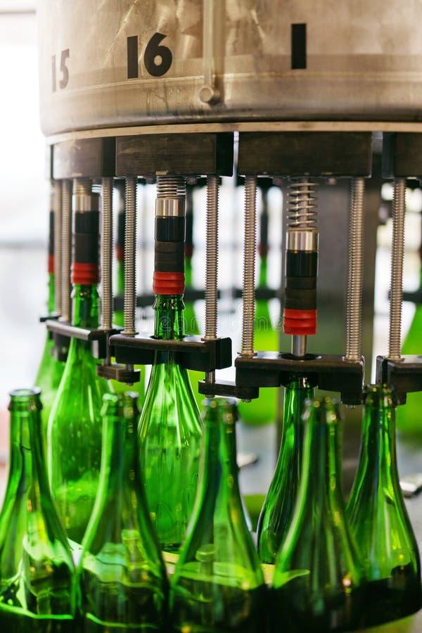 Fabbrica di birra della birra Processo di fabbricazione della birra del mestiere fotografie stock