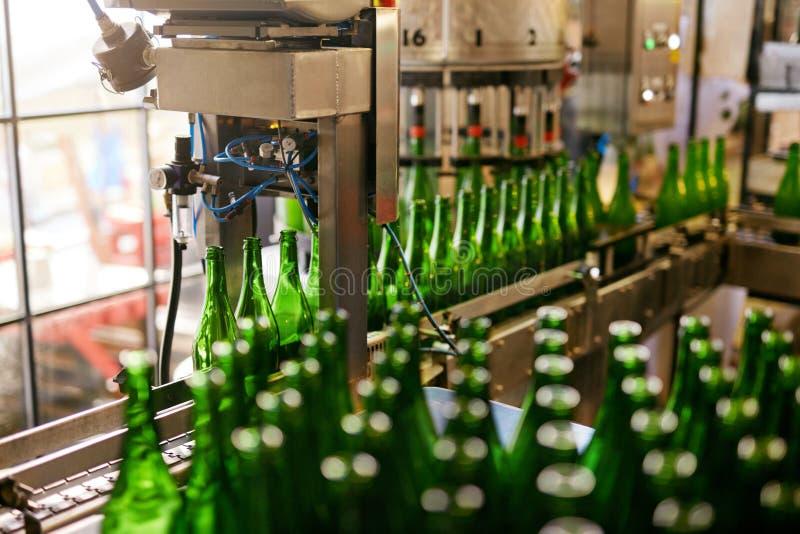Fabbrica di birra della birra Processo di fabbricazione della birra del mestiere fotografia stock