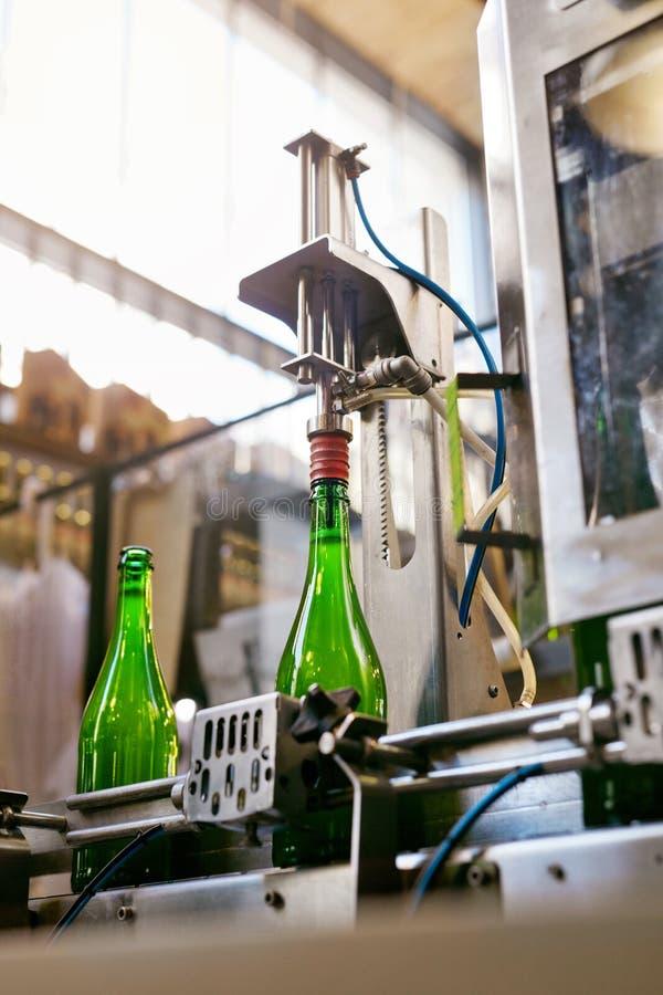 Fabbrica di birra della birra Processo di fabbricazione della birra del mestiere fotografia stock libera da diritti