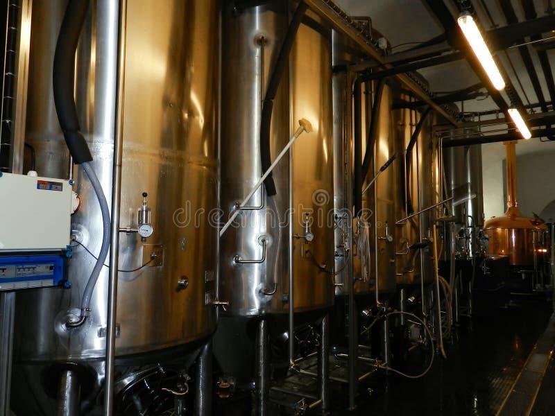 Fabbrica di birra moderna immagine stock libera da diritti