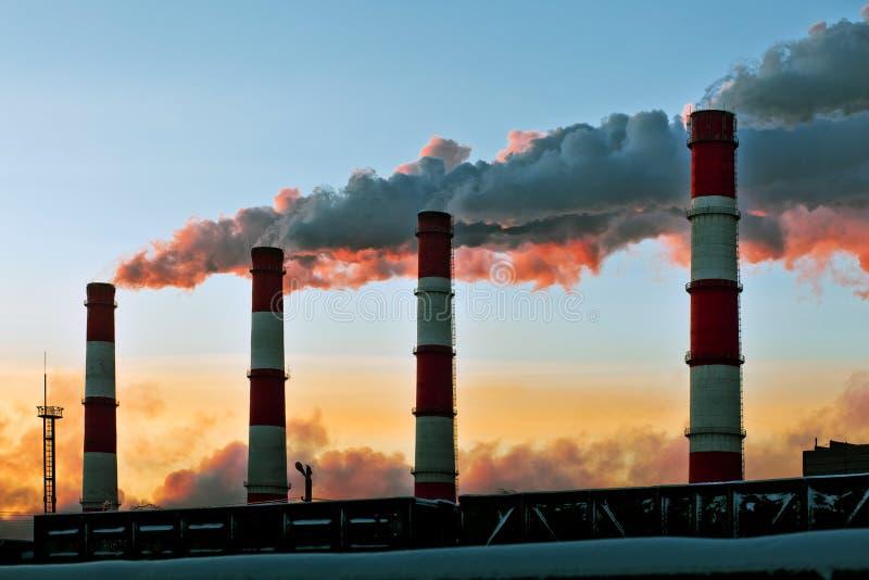 Fabbrica di inquinamento atmosferico immagine stock libera da diritti