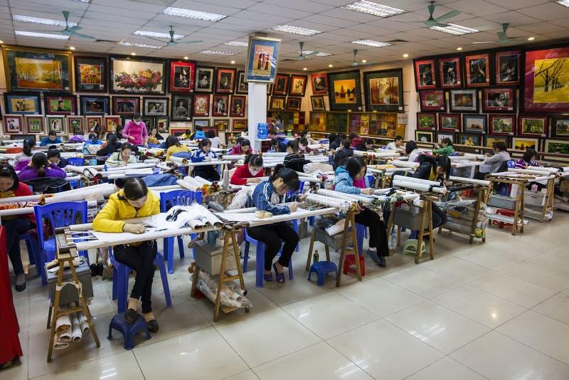 Fabbrica di pittura ricamata mano nel Vietnam fotografia stock libera da diritti