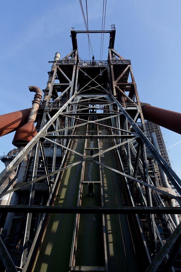Fabbrica Landschaftspark, Duisburg, Germania del altoforno del ferro della torre dell'asse fotografia stock libera da diritti
