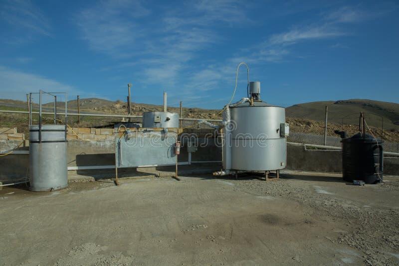 Fabbrica moderna del biogas, facendo uso di polpa di barbabietola come forma rinnovabile di produzione di energia Impianto di bio fotografia stock