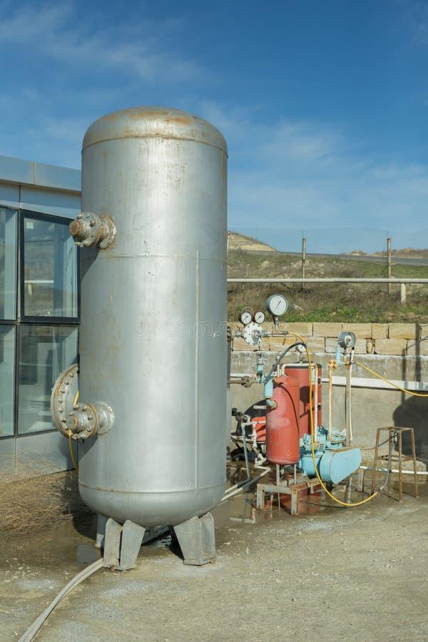 Fabbrica moderna del biogas, facendo uso di polpa di barbabietola come forma rinnovabile di produzione di energia Impianto di bio fotografia stock libera da diritti