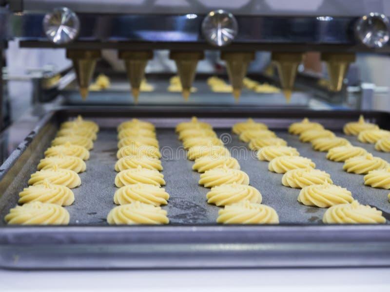 Fabbricazione a alta tecnologia dell'alimento con la macchina automatica fotografie stock