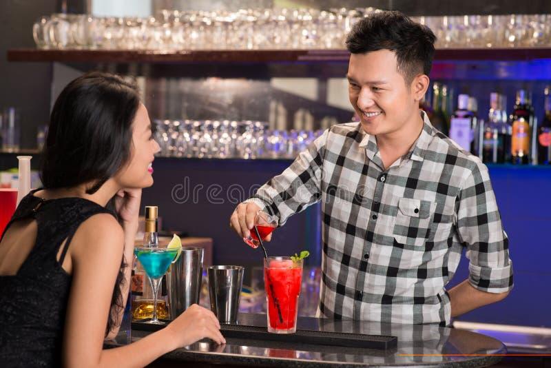Fabbricazione dei cocktail fotografie stock libere da diritti