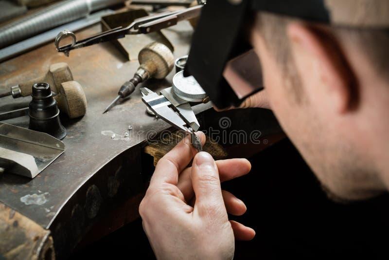 Fabbricazione dei gioielli del mestiere fotografia stock libera da diritti
