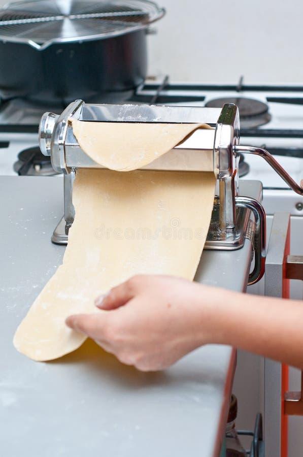 Fabbricazione Dello Strato Della Pasta Fotografie Stock