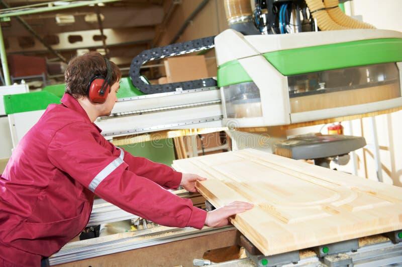 Fabbricazione di legno della porta di carpenteria fotografie stock