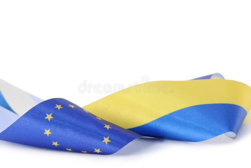 Faborek z Ukraińskimi i Europejskimi zrzeszeniowymi flaga odizolowywać na bielu obrazy royalty free